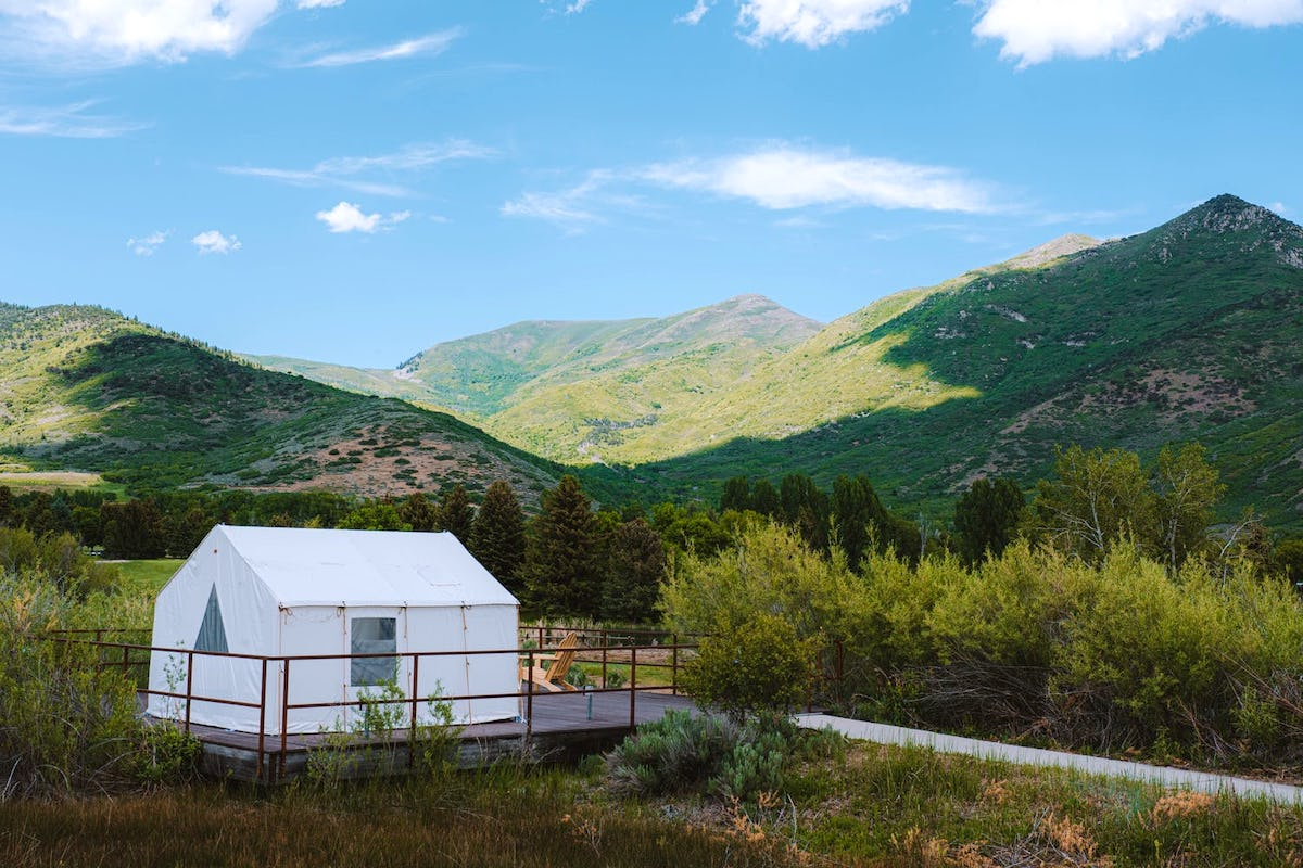 Glamping in Utah: The Most Comfortable Way to Visit Rugged Landscapes